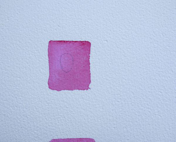 watercolor réalisation d'une goutte d'eau à l'aquarelle fond rose